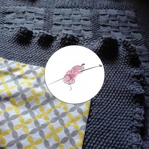 Návod na ručně pletenou baby deku s podšívkou.